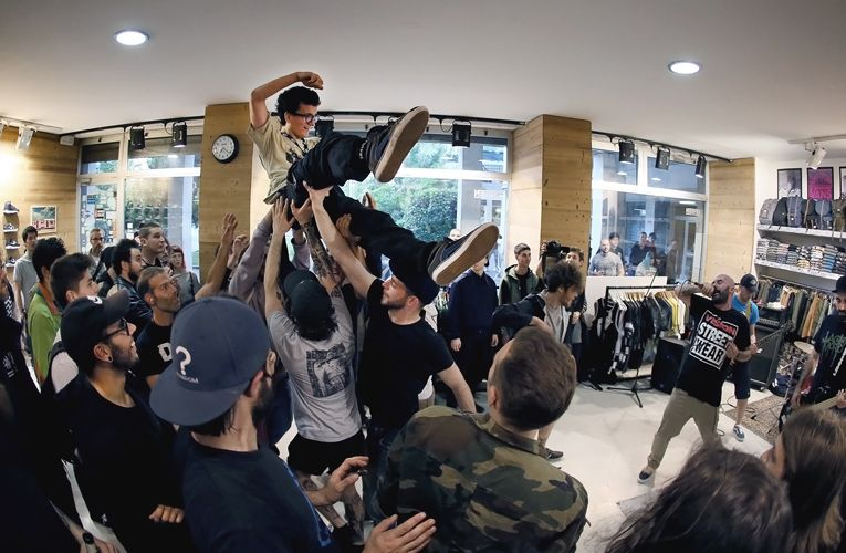 Mosh in Mestre Shop!